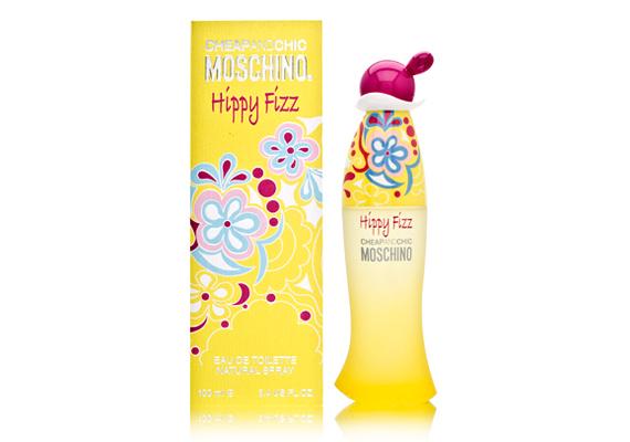 A Moschino Hippy Fizz névre hallgató parfümje a rózsának, a pármai ibolyának, a magnóliának és a lótuszvirágnak köszönhetően úgy fogsz majd illatozni, mint egy csokornyi eső után szedett virág. Az 50 ml kiszerelés ára 16 200 forint.