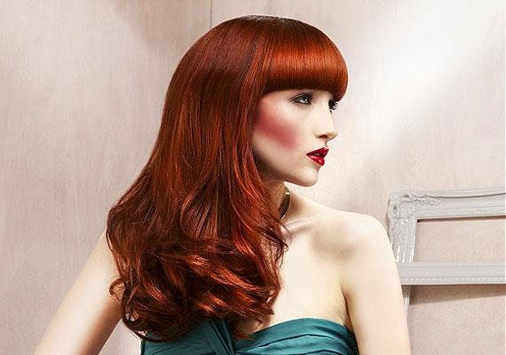 A vörös haj mindig is a szexualitást jelképezte, bujaságot sejtet. Ha esetleg színváltáson gondolkodsz a laza hónapokban, itt az idő.
