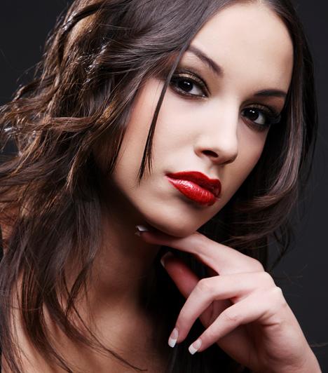 Vadító  Olykor-olykor, ha például különösen forró éjszakával szeretnéd meglepni a párod, és szexi fehérneműben várod, nyugodtan megszaladhat a sminkecset, és bevállalhatsz egy frivolabb kikészítést is, máskor azonban bánj vele csínján.