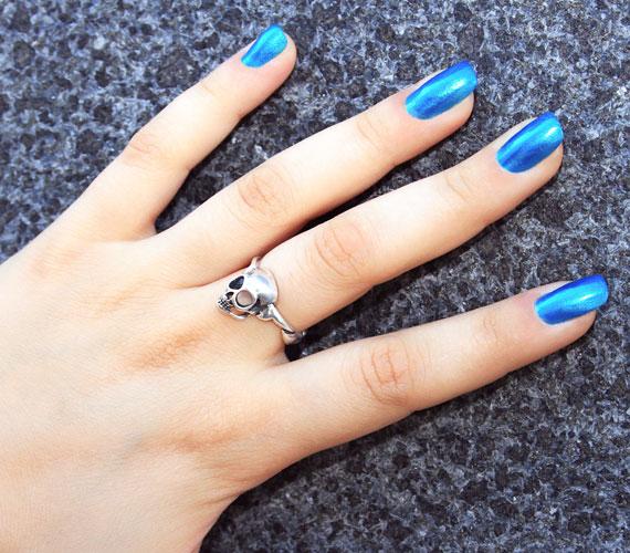 Kék, fekete, sötétlila. A férfiak többsége szerint ezek a színek a körmön borzasztóak.