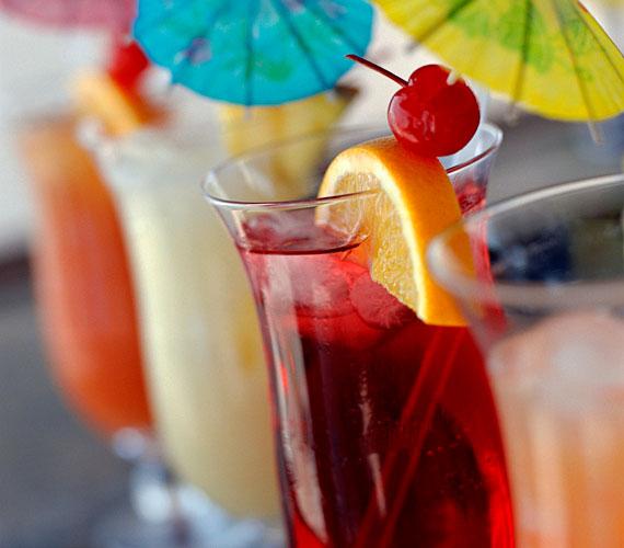 Az alkohol nemcsak szárítja a bőrt, de rengeteg szabadgyököt szabadít fel.