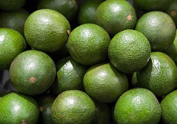 Az avokádó hatékony antioxidáns, így, ha szeretnél megszabadulni a mély ráncoktól, pépesítsd össze, és joghurttal kikeverve vidd fel az arcodra.