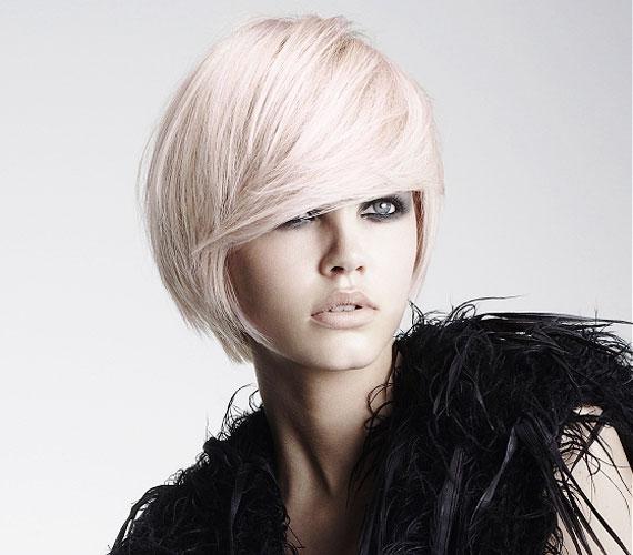 Az előrefésült haj leginkább akkor kedvező, ha magas a homlokod.