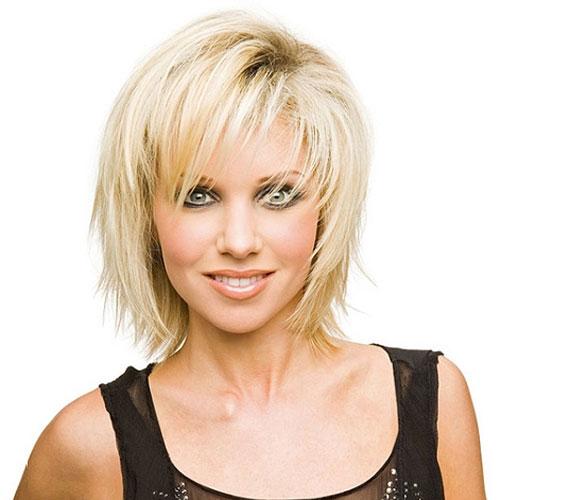 A tépett kaliforniai haj szinte minden arcformához jó, és egy kis tupírozással kevés mennyiségből is elő lehet állítani.