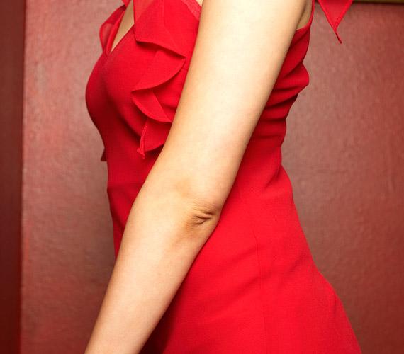 Viselj pirosat! Legyen akár teljesen zárt a ruhaszabás, a piros szín növeli a vonzerőt, és szexuális energiát sugároz.