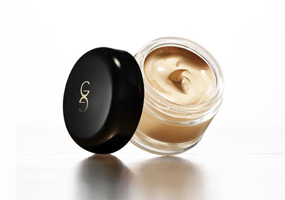 Oriflame Giordani Gold - Fényvédős, bőrfeltöltő hatású alapozó, hidratáló anyagokkal.