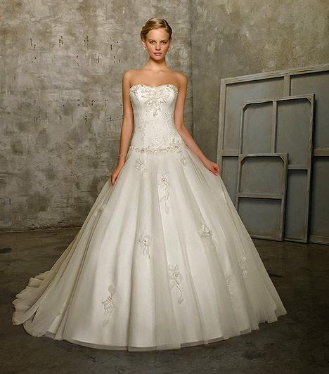 A 12 legszebb menyasszonyi ruha testalkatra szabva - Szépség és ... 7340b2c068
