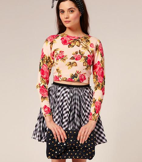 A pöttyös  A retro divat jegyében a pöttyök nemcsak a ruhákon, a táskákon is megjelennek. A rockabilly stílus egyik kedvenc mintája, mely a borítékfazont kislányosan bájossá teszi.