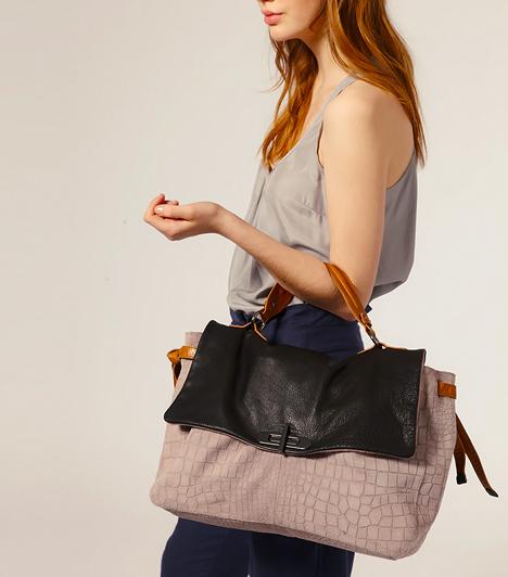 Többszínű, mégis letisztult  Bár az efféle táskák több árnyalatot vonultatnak fel egyszerre, egy elegáns fazonnal párosítva a minimalizmusra épülő trendek kedvencei lehetnek. Pasztelles és natúr színkombinációkban is kaphatóak.
