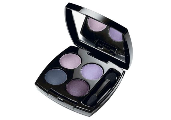 Az Avon négyrészes szemhéjpúdere tartós eredményt ígér, ráadásul a palettán található színek önmagukban is megállják a helyüket.