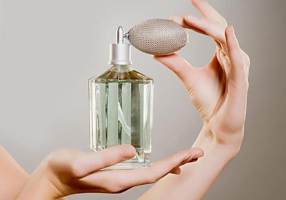 Illatanyagok - A parfümök és kozmetikumok elenyésző százalékban tartalmaznak olyan illatanyagot, ami nem árt a bőrnek. A parfüm a legallergizálóbb összetevő a termékekben. Mindig olvasd el, hol szerepel az összetevők listáján, minél előrébb, annál több van belőle a kozmetikumban.
