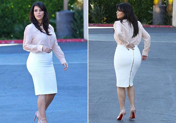 Kim Kardashian nőiességét szívesen emeli ki alkatát magasító, testhez simuló szoknyával. Hozzá tűsarkút húz, ezzel is nyújtva testalkatát. A férfiaknak bejön!