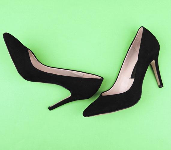 Egy klasszikus fazonú, jó minőségű, fekete bőrcipő. Ehhez nem kell különösebb magyarázat.