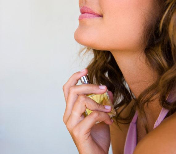 A hozzád illő parfüm. Az illatokat megjegyzi az agy, ha ugyanazt a parfümöt használod, az bevésődik az emberek fejébe, és az illatról mindig te jutsz majd eszükbe.