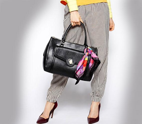 Kell egy jó minőségű bőrtáska, ami szó szerint évtizedekig kitart, a formája pedig klasszikus. Egy ilyen táskát a tréningnadrágon kívül mindenhez felvehetsz.
