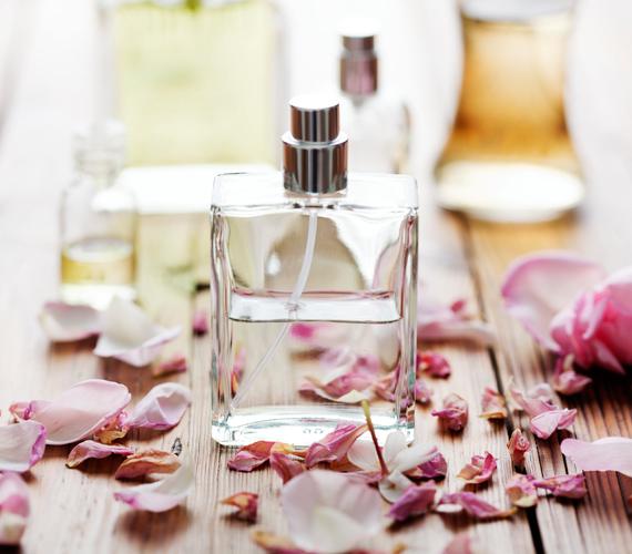 Minden nőnek szüksége van egy olyan parfümre, ami az ő személyes illata. Két fontos tulajdonsággal kell rendelkeznie: egyrészt emelje ki a bőröd természetes illatát, másrészt azonosuljon veled.