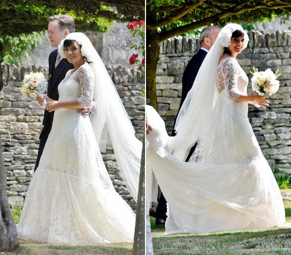 A vintage ruha Delphine Manivet kreációja, és picit emlékeztet Kate Middleton felejthetetlen ruhájára.
