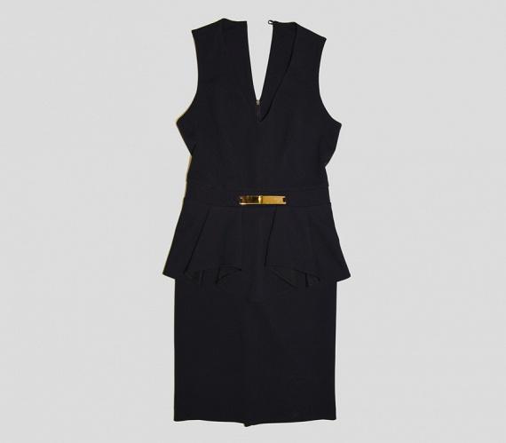 A pemplumos felsőrészek, ruhák is kiválóan elrejtik a pocakot, hiszen a csípő szélesítésével karcsúbbnak mutatják a derekat, mint amilyen az valójában.                         Ez az elegáns, fekete pemplumos ruha az AsiaCenterben kapható, ára 16 000 forint.