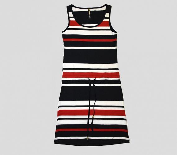 Az eper alkat kevesebb hölgyet érint. Nekik a váll ellenében a csípő hangsúlyozását javasoljuk, amit akár egy ilyen csíkos, ujjatlan ruhával is meg tudnak tenni.                         A ruha az AsiaCenterben 4500 forint.