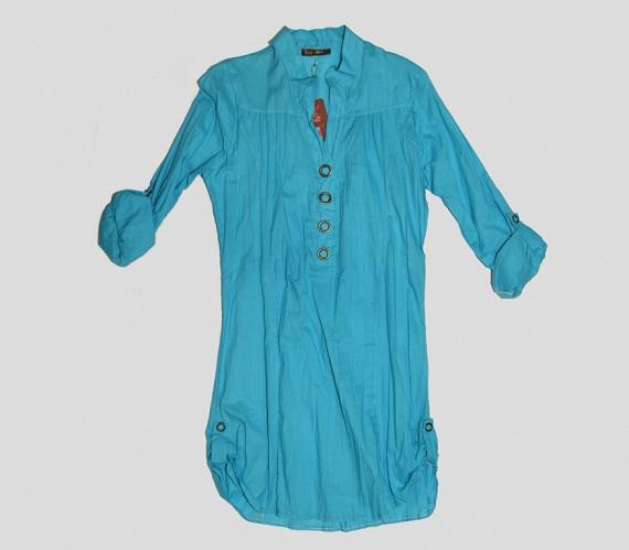 A körte alkatúaknak karcsúbb felsőtestüket érdemes hangsúlyozniuk - például egy élénkebb színű ingruhával, amit sötét színű, szűk nadrággal kombinálva is viselhetnek.                         A képen látható ruha ára 4500 forint, és az AsiaCenterben kapható.