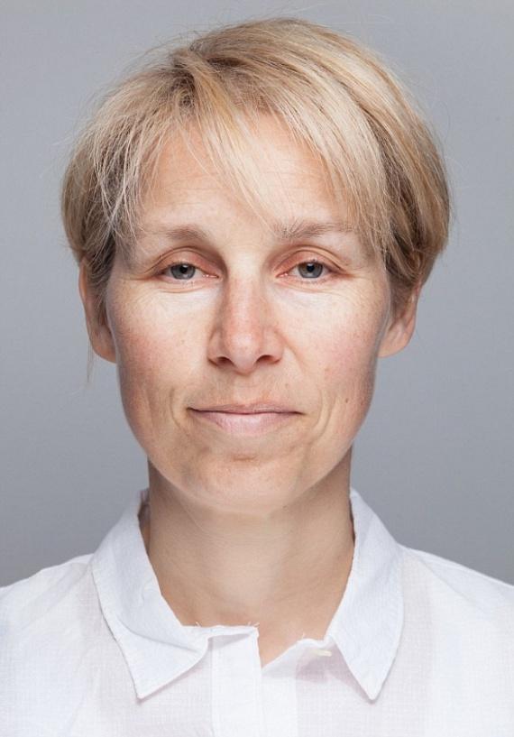 A kísérlet kezdetén Sarah arcát bőrszkennelő eljárással vizsgálták, amit szakaszonként megismételtek. Az első kettő, négy-hat órás alvást engedélyező időszakban a nő pórusai kétszer akkorák voltak, mint nyolc óra alvás mellett. Sarah ilyenkor jóval idősebbnek tűnt 46 évesnél, a bőre fakó volt, jól látszódott az egyenetlen tónus, sőt, a szeme alatti sötét karikák is feltűnőek voltak. Ráadásként Sarah fáradékony, feszült lett, és az édes dolgokat is folyamatosan kívánta, melyek hirtelen energialöketet adtak számára.