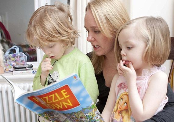 Persze a gyerekeket nem izgatja, hogy édesanyjuk bőre éppen milyen állapotban van, hiszen az esti mese mindenképpen jár, ráncosan és fakón is.
