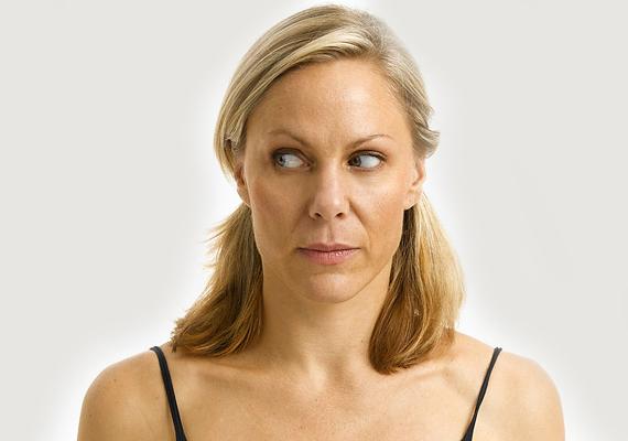 Ez a gyakorlat a szem gyűrűizmait mozgatja meg, és óv a szarkalábak, illetve a bőr megereszkedése ellen is. Nem tudni, használ-e, ártani mindenesetre nem árt.