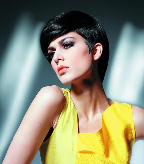 Ha nem fésülöd teljesen a homlokodba a hajad, akkor kiemelheted a szemed és az arccsontodat. A Liza Minellit idéző frizurához nem árt, ha erős sminket használsz.
