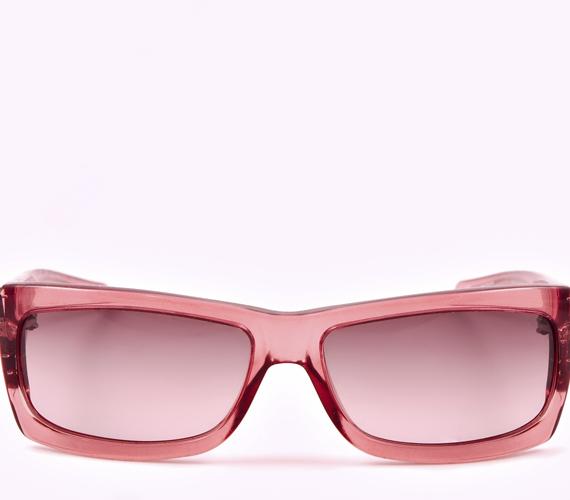 Ha kerek az arcod, a szögletes keretű napszemüvegeket részesítsd előnyben.