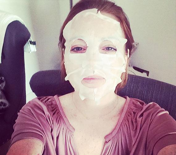 Lindsay Lohan időnként összeszedi magát, ez is egy ilyen pillanat.