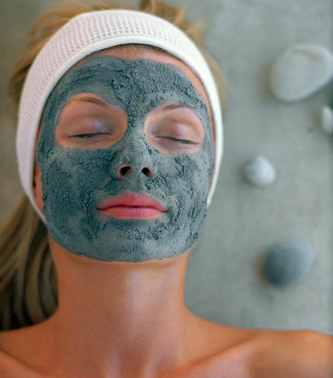 IszapAz iszap kitűnően tisztítja a zsíros bőrt, felszívja a felesleges faggyút, és ásványi anyagokkal táplálja. Bioboltokban por alakban vásárolhatod meg. Nem csak arcra, de dekoltázsra, nyakra és hátra is használható.