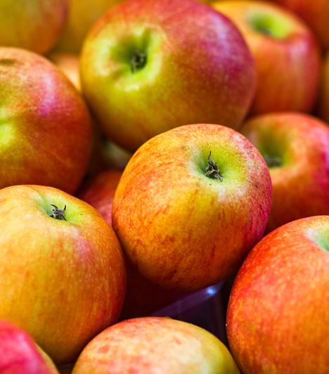 Alma  A piros gyümölcsből a legjobb hámlasztót készítheted. Reszeld le, és keverd el egy kevés joghurttal, majd tedd a megtisztított arcra 15 percre.  Kapcsolódó galéria: A legjobb hámlasztó gyümölcsök »