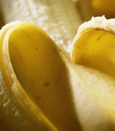 Banán  Ha a bőröd száraz, akkor nincs jobb szer rá, mint szétnyomni egy fél banánt villával, majd összekeverni egy kis tejszínnel.  Kapcsolódó cikk: A leghatékonyabb kollagénes házi pakolás »