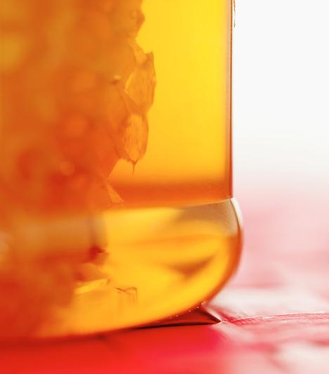 Méz  A méz univerzális bőrápoló, táplálja, fertőtleníti és ránctalanítja a bőrt. Minden bőrtípusra kiváló, bármilyen pakolásba belekeverheted, csak jobb lesz tőle.  Kapcsolódó cikk: 3 ránctalanító pakolás fillérekből »