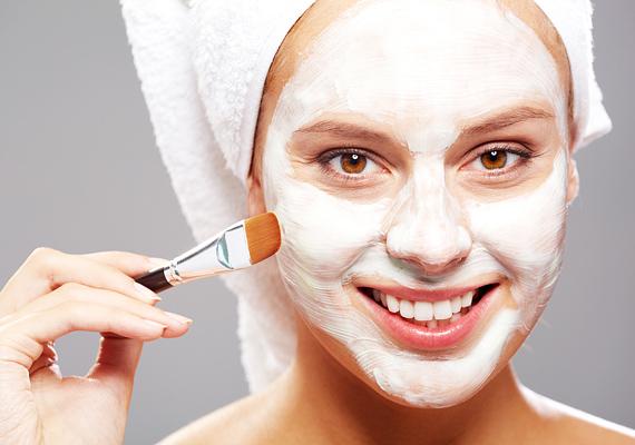 A túl gyakori hámlasztástól nem lesz szebb a bőröd, sőt. Sokkal inkább érzékennyé válik, ráadásul a pattanásosodásra is hajlamosabb lesz.