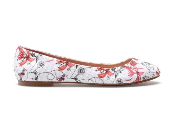 Ha szeretsz különcködni, válassz virágmintás darabot. A képen látható topán 6995 forintba kerül a Bershkában.