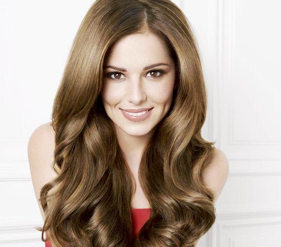 Cheryl Cole focistafeleség és zsűritag iszonyú népszerű Nagy-Britanniában, nem véletlenül L'Oréal-nagykövet. Ezt a samponhirdetést azonban kicsit soknak értékelte a brit reklámtestület. A cég elismerte, hogy a látvány fokozása érdekében természetes hajhosszabbítást alkalmaztak.