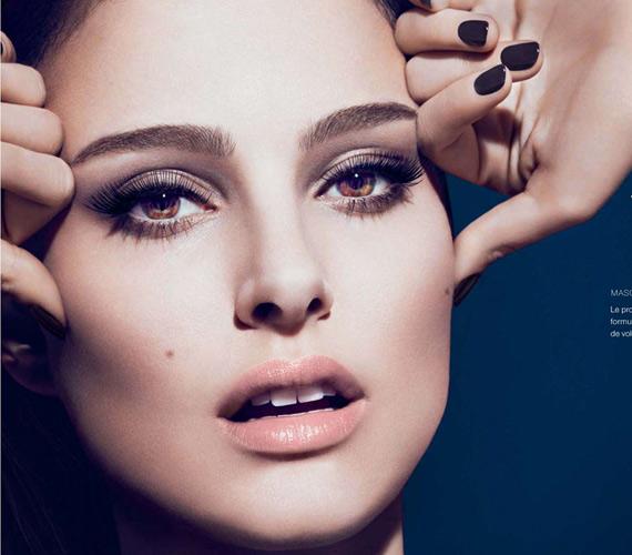 Natalie Portman kétségkívül igéző tekintetét a Dior használta termékei népszerűsítésére, de még a színésznőnek sem lehetnek természetesen ekkora pillái, sőt, a reklámtestület szerint a francia cég spirálja sem hosszabbítja meg ennyire őket, csak a képmanipuláló program.