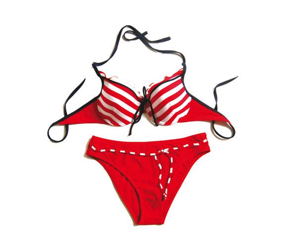 A csíkos bikini sohasem megy ki a divatból, a sportosságot enyhíti a melltartórész tetején lévő fodor. Asia Center, McTran Tranadamson - 4390 forint.