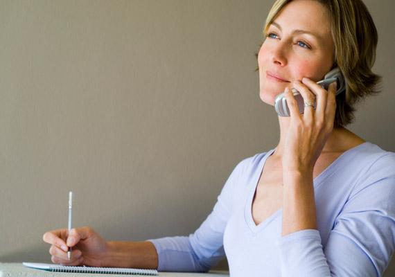 A telefonkagylón rengeteg baktérium megtelepszik, ne érintsd az arcodhoz, mert könnyen elszaporodhatnak itt a pattanások.
