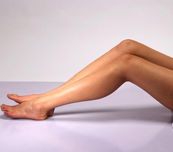 Zsírtalanítsd a bőrt. Ha esetleg olajos radírt használtál, akkor alaposan mosd le, mert filmréteget képez a bőrön, és a borotva nem ér majd teljesen a bőrfelszínhez.