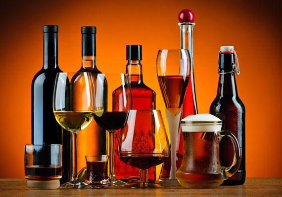 Az alkohol nemcsak a szabadgyököket szaporítja el, de vízhiányt is okoz, a magas kalóriatartalomról nem is beszélve. Egy-egy pohár bor hetente belefér, de többnek a bőr nem örül. Íme, egy elrettentő kép az alkohol hatásáról. Az alkoholnak a kozmetikumokban sincs helye.