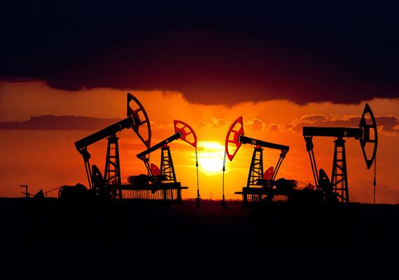 A kőolajtermelés egyik remek mellékterméke a mineral oil vagy paraffinum liquidum, amit előszeretettel használnak mindenféle, akár márkás, arc és testápolókban. A tévhitekkel ellentétben nem rákkeltő, de nem engedi lélegezni a bőrt, kiszárítja, a vízhiány miatt pedig hamar megjelenhetnek a ráncok.