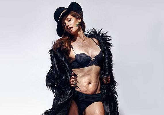 Cindy Crawford a '90-es évek egyik legsikeresebb topmodellje volt, de a fotón látszik, hogy azért mellette sem mentek el nyomtalanul az évek. Ám még annak ellenére is, hogy a hasa vesztett feszességéből, az egyik legszebb nő a világon.
