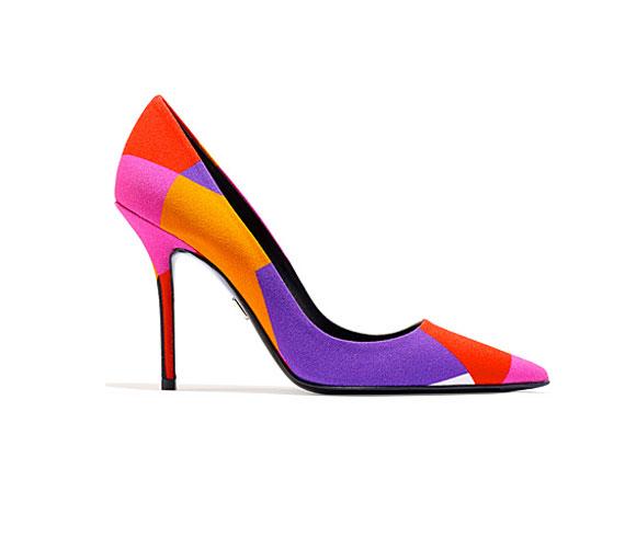 Színes cipők - 2014-ben lehet, hogy az öltözék legszínpompásabb darabja a cipő lesz. Roger Vivier topánja igazán szemkápráztató.