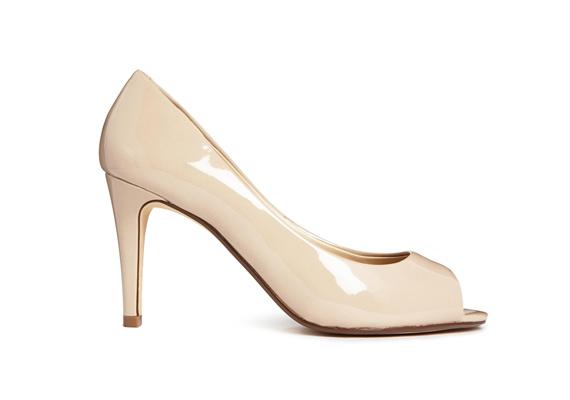 A peeptoe típusú topánok magabiztos, de magamutogató személyiségre utalnak. Imádsz a középpontban lenni, sőt, lételemed a csillogás. Társasági ember vagy, akire mindig lehet számítani, de cserébe elvárod, hogy mások is ott legyenek, ha neked van rájuk szükséged.