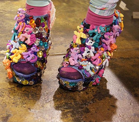 Én kicsi pónim, sokszor. Az Onch Movement számára készített cipő Mattel-segítséggel.