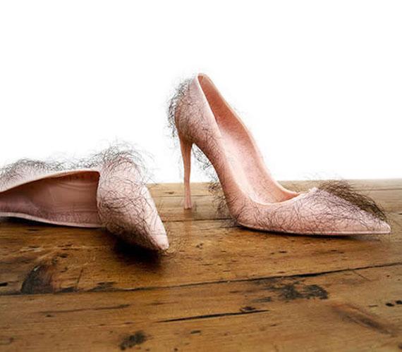 Zhu Tian ezzel a szőrös cipővel kívánta felhívni a figyelmet arra, hogy a magas sarkú cipők szexualizálják a nőket. Ez a darab senkit nem fog.