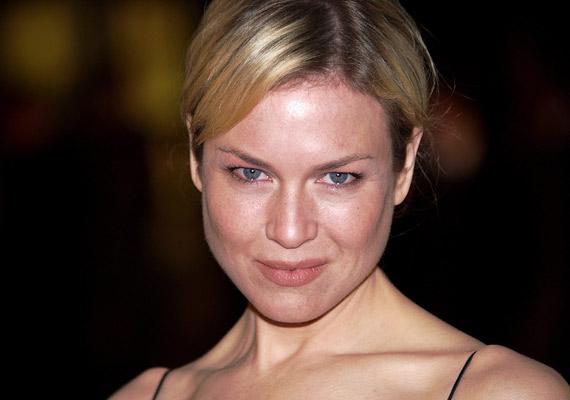 Reneé Zellweger szemei kicsik, a száját mintha mindig csücsörítené, de pont ez kölcsönöz neki huncutságot.