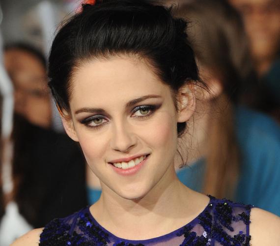 Kristen Stewart szépségéről szintén megoszlanak a vélemények. Ha azonban mosolyog, kétség sem férhet hozzá, hogy nem csúnyácska.